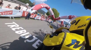 WebBuzz du 12/07/2016: Tour de France 2016 Une arche tombe sur les coureurs-Tour de France 2016 an inflatable arch falls on the cyclists