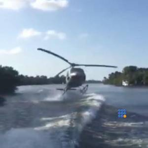 WebBuzz du 09/09/2015: Hélicoptère au ras de l'eau-Helicopter close to fall in the water