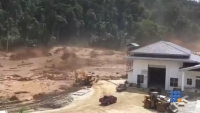 WebBuzz du 20/09/2017: Laos le barrage de Nam Ao dam cède causant une crue éclair-Laos Under construction Nam Ao dam bursts causing severe flash flooding