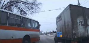 WebBuzz du 28/01/2015: Les conducteurs russes ont de bons reflexes-The russians drivers have the best reactions