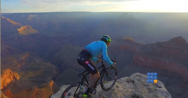 WebBuzz du 04/08/2017: Vittorio Brumotti fait du velo dans le grand canyon-Vittorio Brumotti  ride bike in the Grand Canyon USA