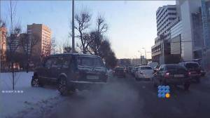 WebBuzz du 30/12/2014 : Russie: sortir d'un bouchon comme un chef-Russia how to get out when traffic jam