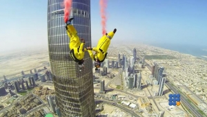 WebBuzz du 28/02/2017: Base jump depuis la tour Burj Khalifa Pinnacle-Burj Khalifa Pinnacle BASE Jump