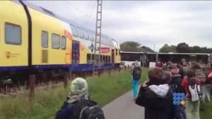 WebBuzz du 17/09/2015: Accident ferroviaire avec un bus scolaire-railway accident with a school bus