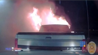 WebBuzz du 16/02/2017: Un officier de police sauve un restaurant des flammes-Police Officer Save Restaurant From Burning Car