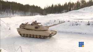 WebBuzz du 25/02/2016: Des marines font du drift avec leurs chars d'assauts en Norvège-US marine make their tanks drift in Norway