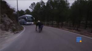 WebBuzz du 19/12/2014: Les Descentes en longboard sont vraiment dangereuses-Dowhill using longboard are really dangerous