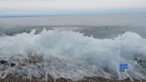 WebBuzz du 28/09/2016: Les impressionnantes vagues de glace du lac Baïkal-Amazing Ice Waves lake Baikal