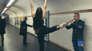 WebBuzz du 13/07/2016: Paris des danceurs surprennent les musiciens du métro-Dancers surprise music performers in the Paris subway