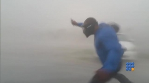 WebBuzz du 11/09/2017: Ouragan Irma Un scientfique tente de prendre la vitesse du vent-Weather man fighting the winds of Irma in Key West