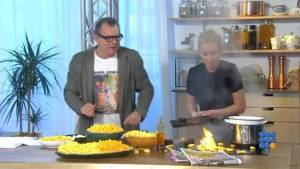 WebBuzz du 09/03/2015: Une blonde fait la cuisine en direct-A blonde cooks in live