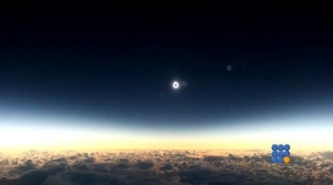 WebBuzz du 10/03/2016: Eclipse totale filmée depuis un avion-Rare total solar eclipse recorded from a plane